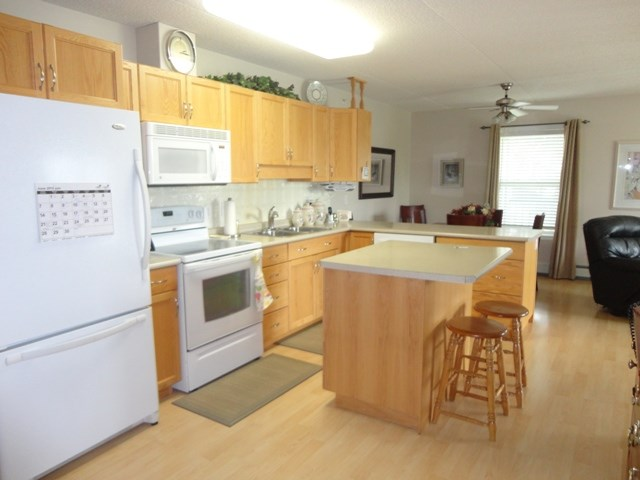 Photo 5: 304 101 3 Street NW: Sundre Condo for sale : MLS(r) # C4015441