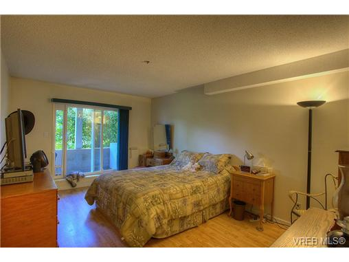 Photo 6: 8 949 Cloverdale Avenue in VICTORIA: SE Quadra Condo Apartment for sale (Saanich East)  : MLS(r) # 353688