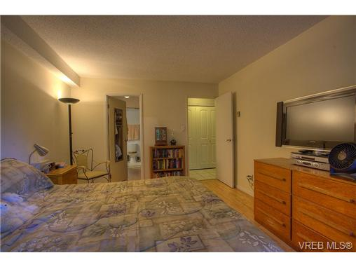 Photo 7: 8 949 Cloverdale Avenue in VICTORIA: SE Quadra Condo Apartment for sale (Saanich East)  : MLS(r) # 353688