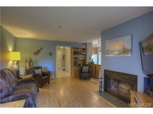 Photo 5: 8 949 Cloverdale Avenue in VICTORIA: SE Quadra Condo Apartment for sale (Saanich East)  : MLS(r) # 353688