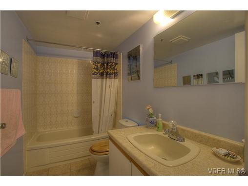 Photo 10: 8 949 Cloverdale Avenue in VICTORIA: SE Quadra Condo Apartment for sale (Saanich East)  : MLS(r) # 353688