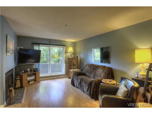 Photo 4: 8 949 Cloverdale Avenue in VICTORIA: SE Quadra Condo Apartment for sale (Saanich East)  : MLS(r) # 353688