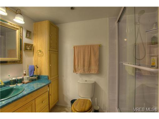 Photo 8: 8 949 Cloverdale Avenue in VICTORIA: SE Quadra Condo Apartment for sale (Saanich East)  : MLS(r) # 353688