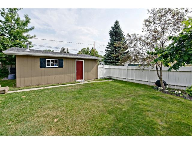 Photo 31: 6304 LACOMBE Way SW in Calgary: Lakeview House for sale : MLS® # C4020490
