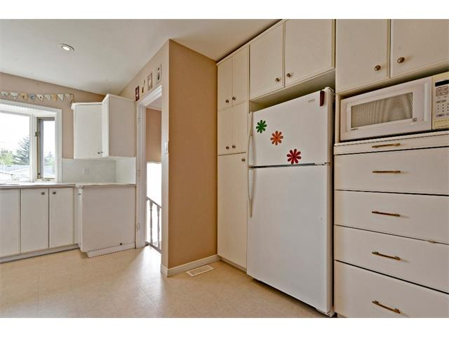 Photo 12: 6304 LACOMBE Way SW in Calgary: Lakeview House for sale : MLS® # C4020490