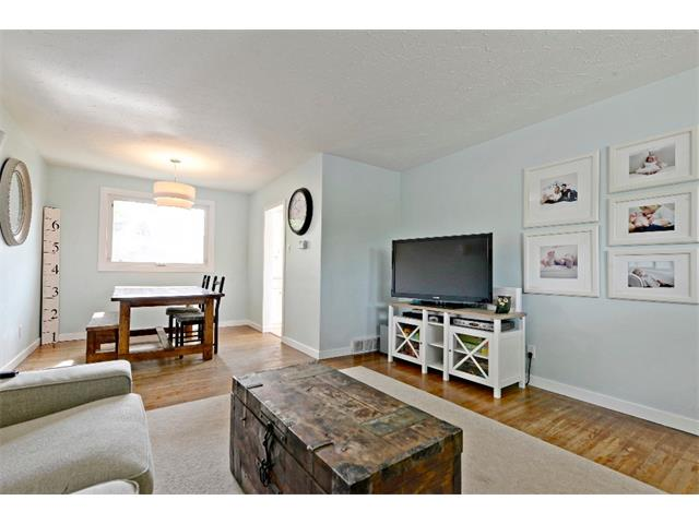 Photo 4: 6304 LACOMBE Way SW in Calgary: Lakeview House for sale : MLS® # C4020490
