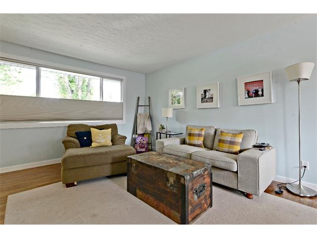Photo 5: 6304 LACOMBE Way SW in Calgary: Lakeview House for sale : MLS® # C4020490