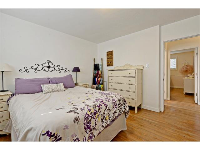 Photo 15: 6304 LACOMBE Way SW in Calgary: Lakeview House for sale : MLS® # C4020490