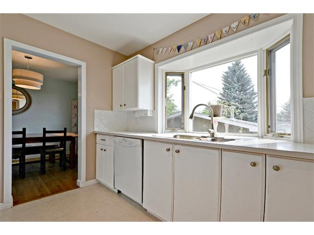 Photo 10: 6304 LACOMBE Way SW in Calgary: Lakeview House for sale : MLS® # C4020490