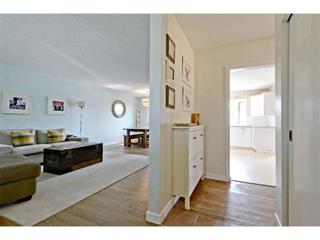 Photo 2: 6304 LACOMBE Way SW in Calgary: Lakeview House for sale : MLS® # C4020490