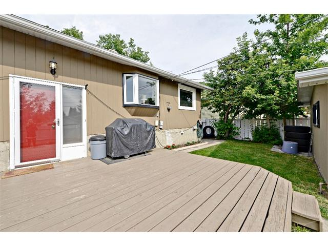 Photo 32: 6304 LACOMBE Way SW in Calgary: Lakeview House for sale : MLS® # C4020490