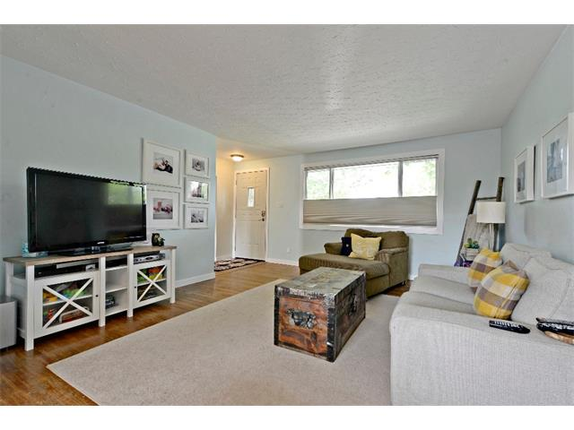 Photo 7: 6304 LACOMBE Way SW in Calgary: Lakeview House for sale : MLS® # C4020490