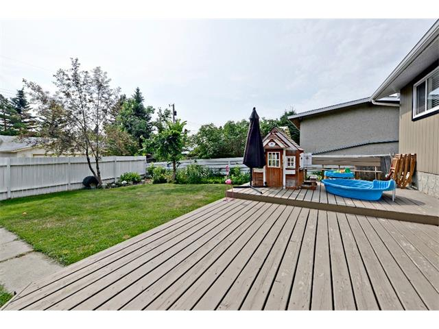 Photo 28: 6304 LACOMBE Way SW in Calgary: Lakeview House for sale : MLS® # C4020490