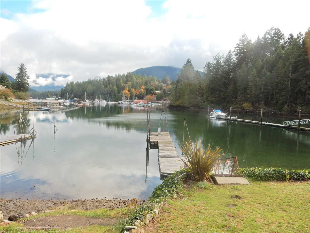 "Photo 2: 4457 FRANCIS PENINSULA Road in Madeira Park: Pender Harbour Egmont House for sale in ""Gerran's Bay"" (Sunshine Coast)  : MLS® # R2009213"