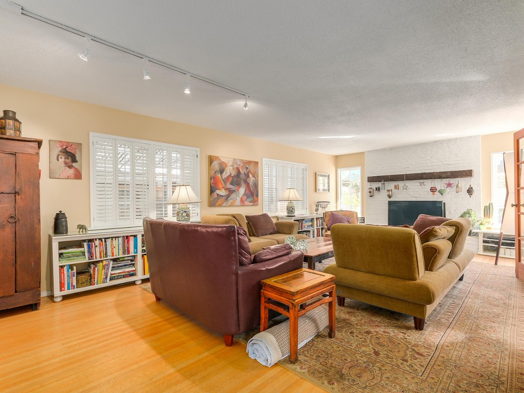 Photo 2: 314 MOYNE Drive in West Vancouver: British Properties House for sale : MLS(r) # R2107608