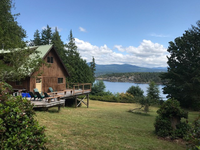 Photo 3: 226 HAIRY ELBOW Road in Sechelt: Sechelt District House for sale (Sunshine Coast)  : MLS® # R2137692