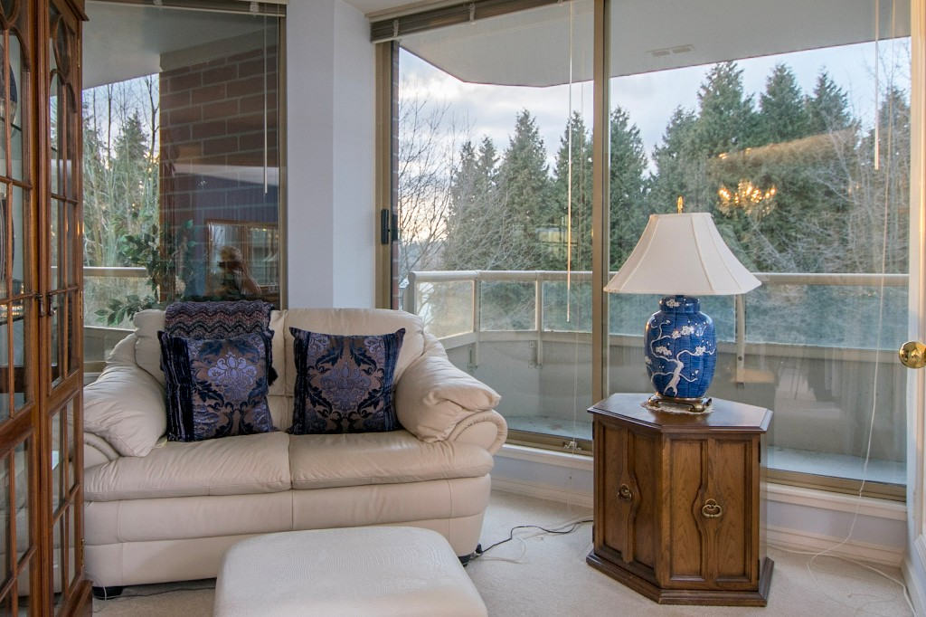 "Photo 3: 303 728 FARROW Street in Coquitlam: Coquitlam West Condo for sale in ""THE VICTORIA"" : MLS® # R2146505"
