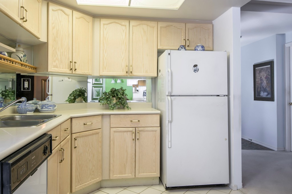 "Photo 13: 303 728 FARROW Street in Coquitlam: Coquitlam West Condo for sale in ""THE VICTORIA"" : MLS® # R2146505"