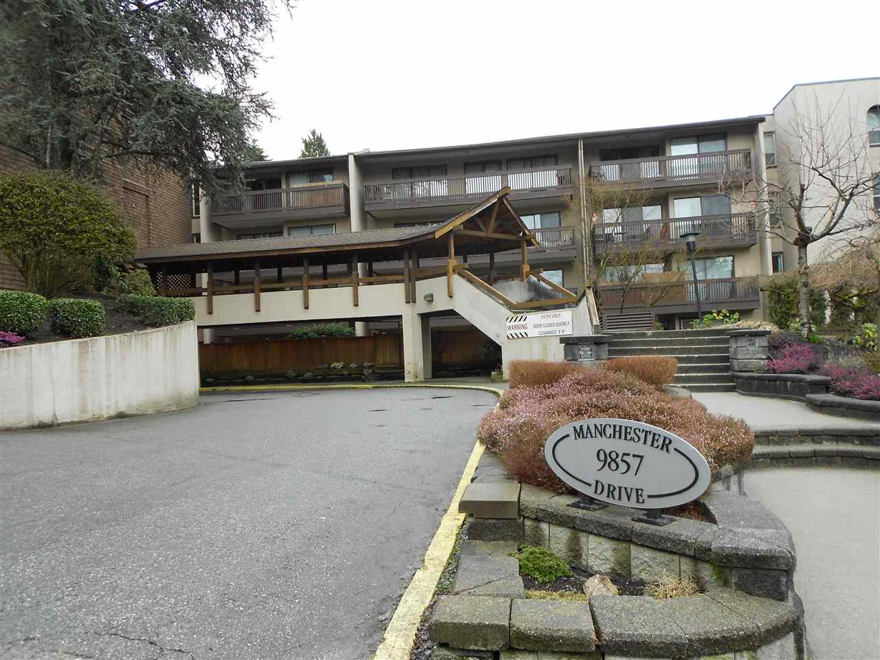 "Main Photo: 320 9857 MANCHESTER Drive in Burnaby: Cariboo Condo for sale in ""BARCLAY WOODS"" (Burnaby North)  : MLS® # R2148960"
