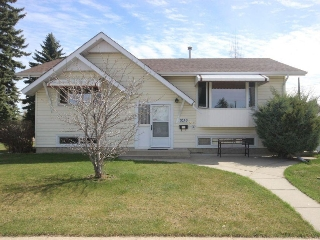 Main Photo: 9239 73 Street in Edmonton: Zone 18 House for sale : MLS(r) # E4063651