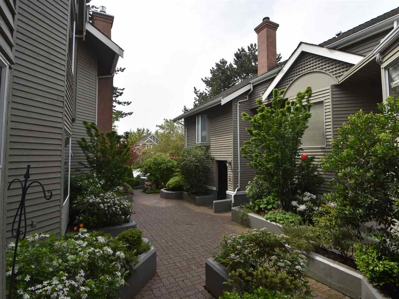 "Main Photo: 2669 W 10TH Avenue in Vancouver: Kitsilano Townhouse for sale in ""SIGNATURE COURT"" (Vancouver West)  : MLS(r) # R2166556"