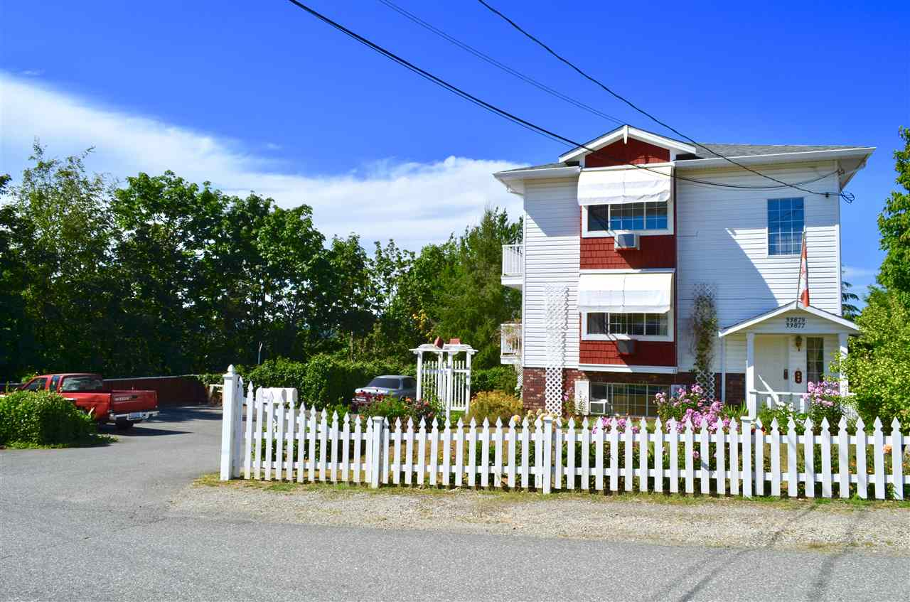 Main Photo: 33877 WALNUT Avenue in Abbotsford: Central Abbotsford House Triplex for sale : MLS® # R2190185