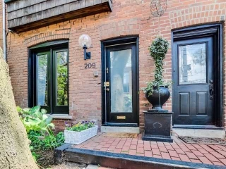 Main Photo: 209 George Street in Toronto: Moss Park House (3-Storey) for sale (Toronto C08)  : MLS® # C3898717