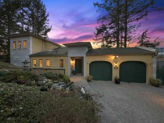 "Main Photo: 313 SKYLINE Drive in Gibsons: Gibsons & Area House for sale in ""The Bluff"" (Sunshine Coast)  : MLS®# R2251356"