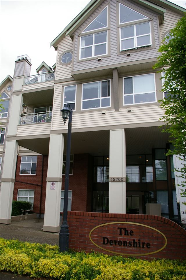 "Main Photo: 302 45700 WELLINGTON Avenue in Chilliwack: Chilliwack W Young-Well Condo for sale in ""The Devonshire"" : MLS®# R2284567"