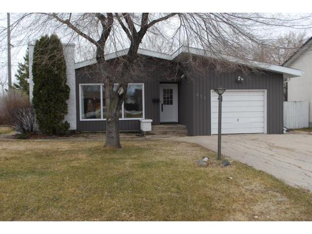 Main Photo: 611 GLENWAY Avenue in WINNIPEG: Birdshill Area Residential for sale (North East Winnipeg)  : MLS(r) # 1106124