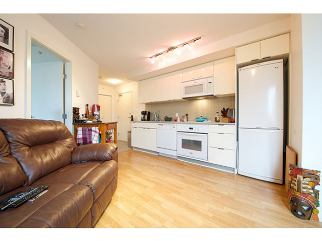 "Photo 3: 601 788 HAMILTON Street in Vancouver: Downtown VW Condo for sale in ""TV TOWER 1"" (Vancouver West)  : MLS(r) # V1035851"