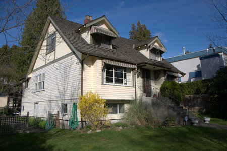 Photo 2: 2937 West 45th Avenue in Vancouver: Kerrisdale Home for sale ()  : MLS(r) # V813385