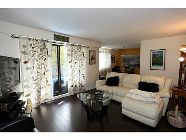 "Main Photo: 106 1544 FIR Street: White Rock Condo for sale in ""Juniper Arms"" (South Surrey White Rock)  : MLS®# F1407253"