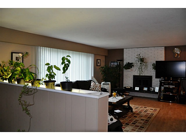 Photo 2: 3749 HAMILTON Street in Port Coquitlam: Lincoln Park PQ House for sale : MLS(r) # V1088203