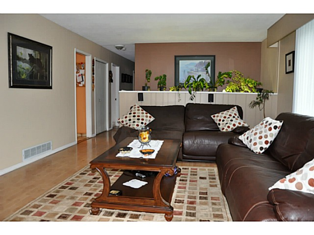 Photo 5: 3749 HAMILTON Street in Port Coquitlam: Lincoln Park PQ House for sale : MLS(r) # V1088203