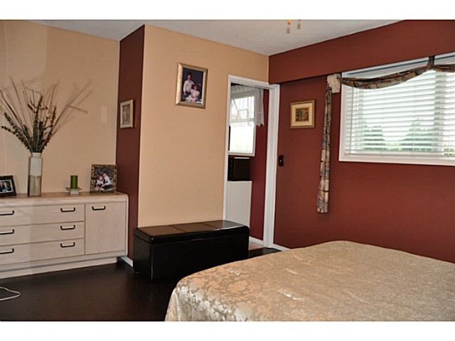 Photo 10: 3749 HAMILTON Street in Port Coquitlam: Lincoln Park PQ House for sale : MLS(r) # V1088203