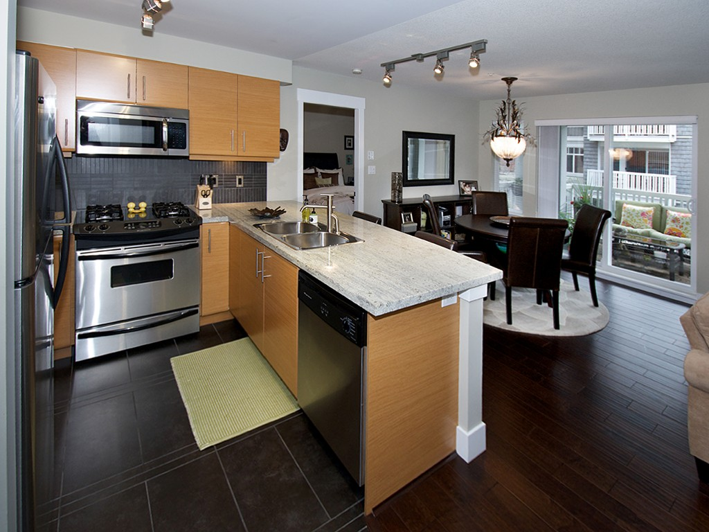 "Main Photo: 201 1704 56TH Street in Tsawwassen: Beach Grove Condo for sale in ""HERON COVE"" : MLS® # V1092615"