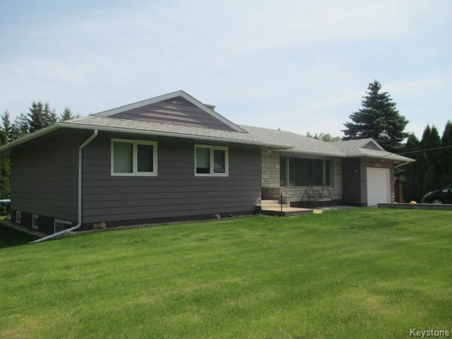 Main Photo: 520 Wellington Crescent in DAUPHIN: Manitoba Other Residential for sale : MLS® # 1500614