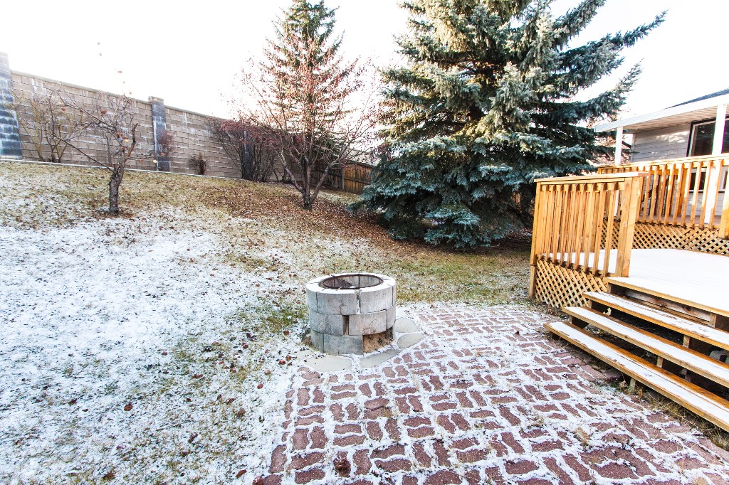 Photo 5: 527 RANCHVIEW Place NW in Calgary: Ranchlands House for sale : MLS(r) # C4090125