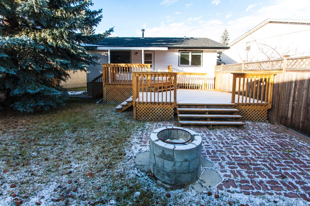 Photo 3: 527 RANCHVIEW Place NW in Calgary: Ranchlands House for sale : MLS(r) # C4090125
