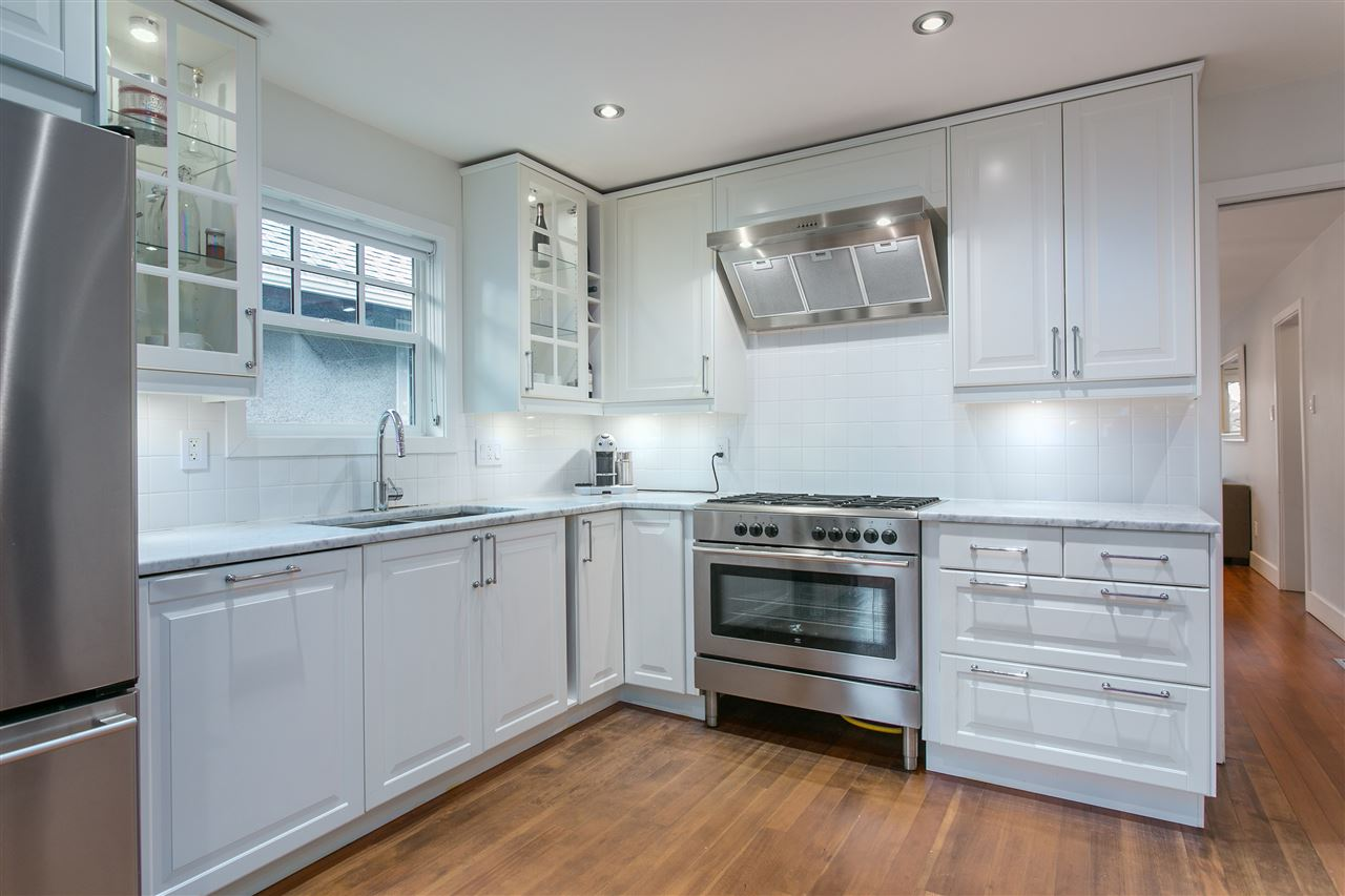 Photo 6: 2930 WOODLAND Drive in Vancouver: Grandview VE House for sale (Vancouver East)  : MLS® # R2140266