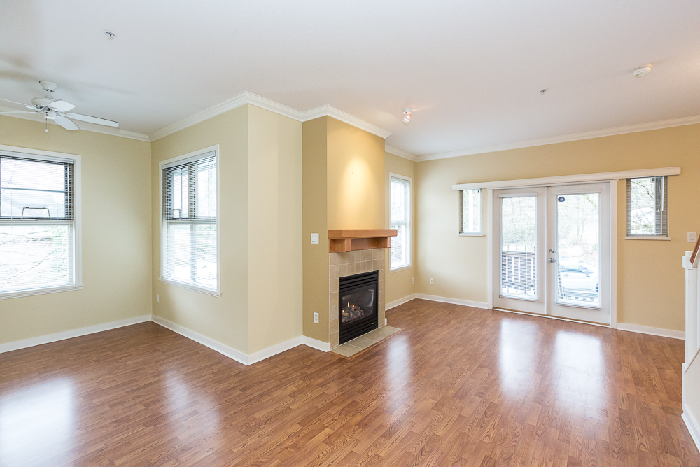 "Photo 2: 251 600 PARK Crescent in New Westminster: GlenBrooke North Townhouse for sale in ""THE ROYCROFT"" : MLS(r) # R2141871"