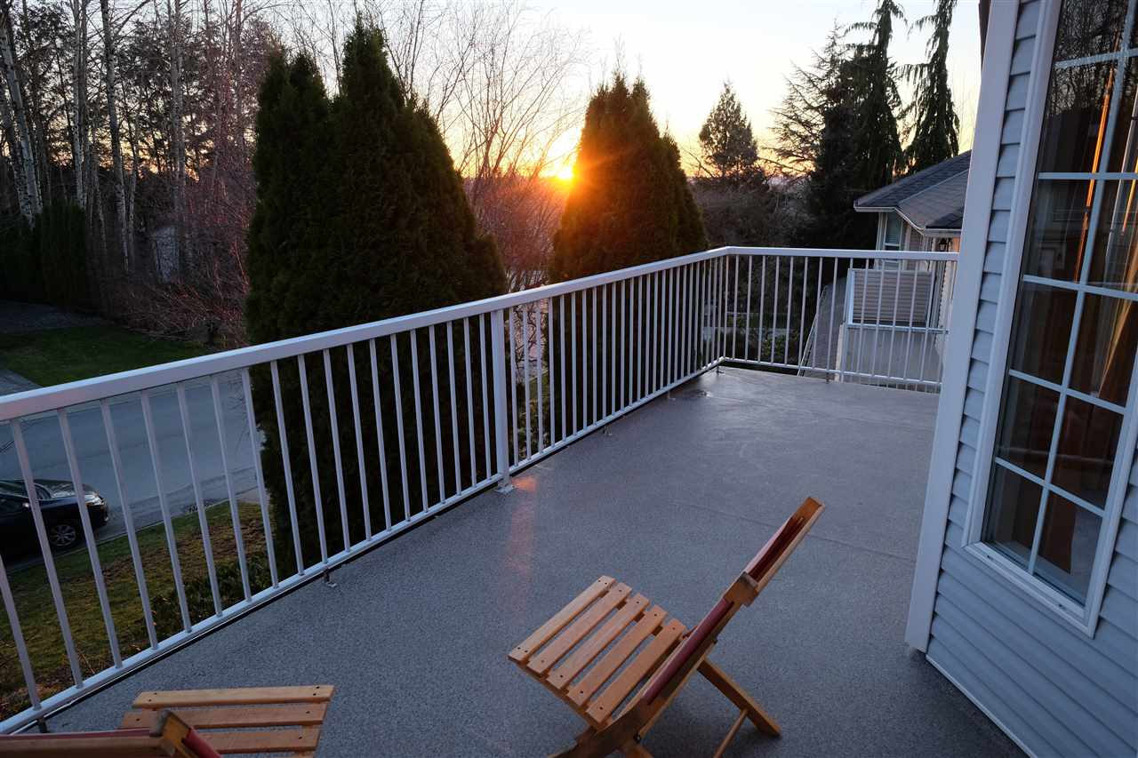 "Photo 2: 35331 SANDY HILL Road in Abbotsford: Abbotsford East House for sale in ""SANDY HILL"" : MLS® # R2145688"