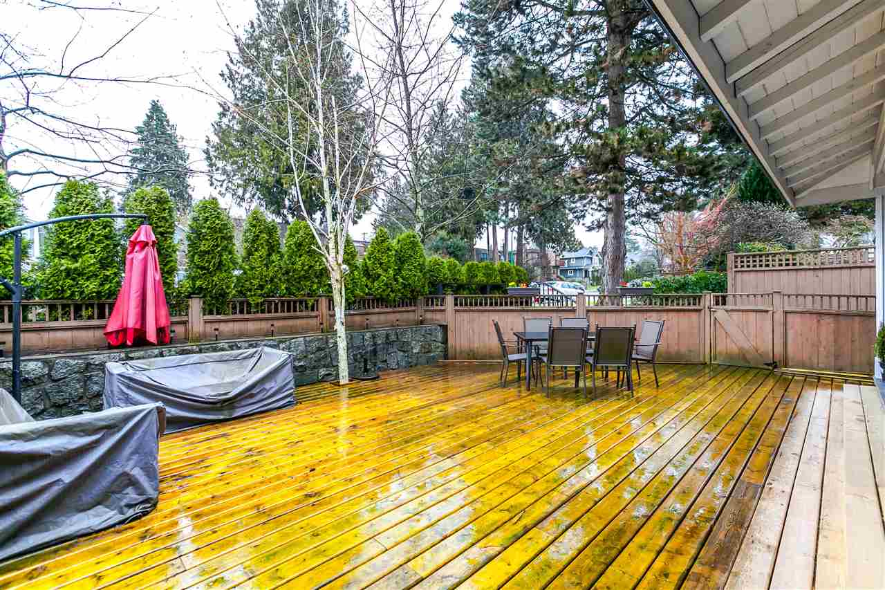 Photo 16: 225 E 17TH STREET in North Vancouver: Central Lonsdale Townhouse for sale : MLS® # R2156130