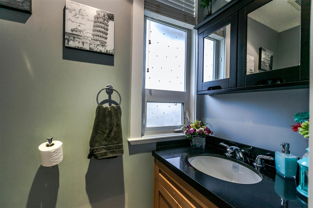 Photo 11: 225 E 17TH STREET in North Vancouver: Central Lonsdale Townhouse for sale : MLS® # R2156130