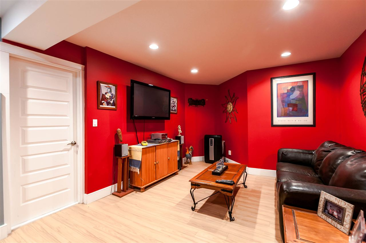 Photo 12: 225 E 17TH STREET in North Vancouver: Central Lonsdale Townhouse for sale : MLS® # R2156130