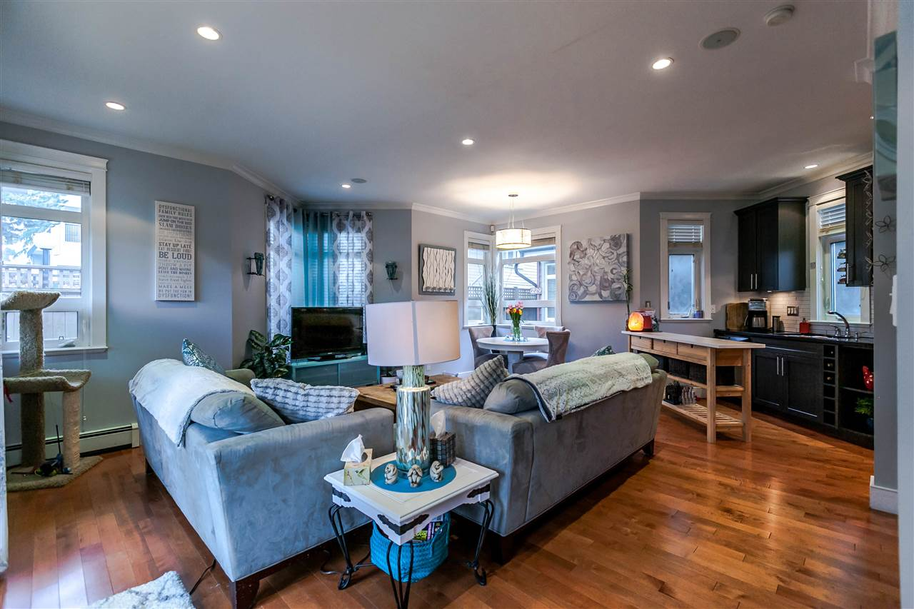 Photo 4: 225 E 17TH STREET in North Vancouver: Central Lonsdale Townhouse for sale : MLS® # R2156130