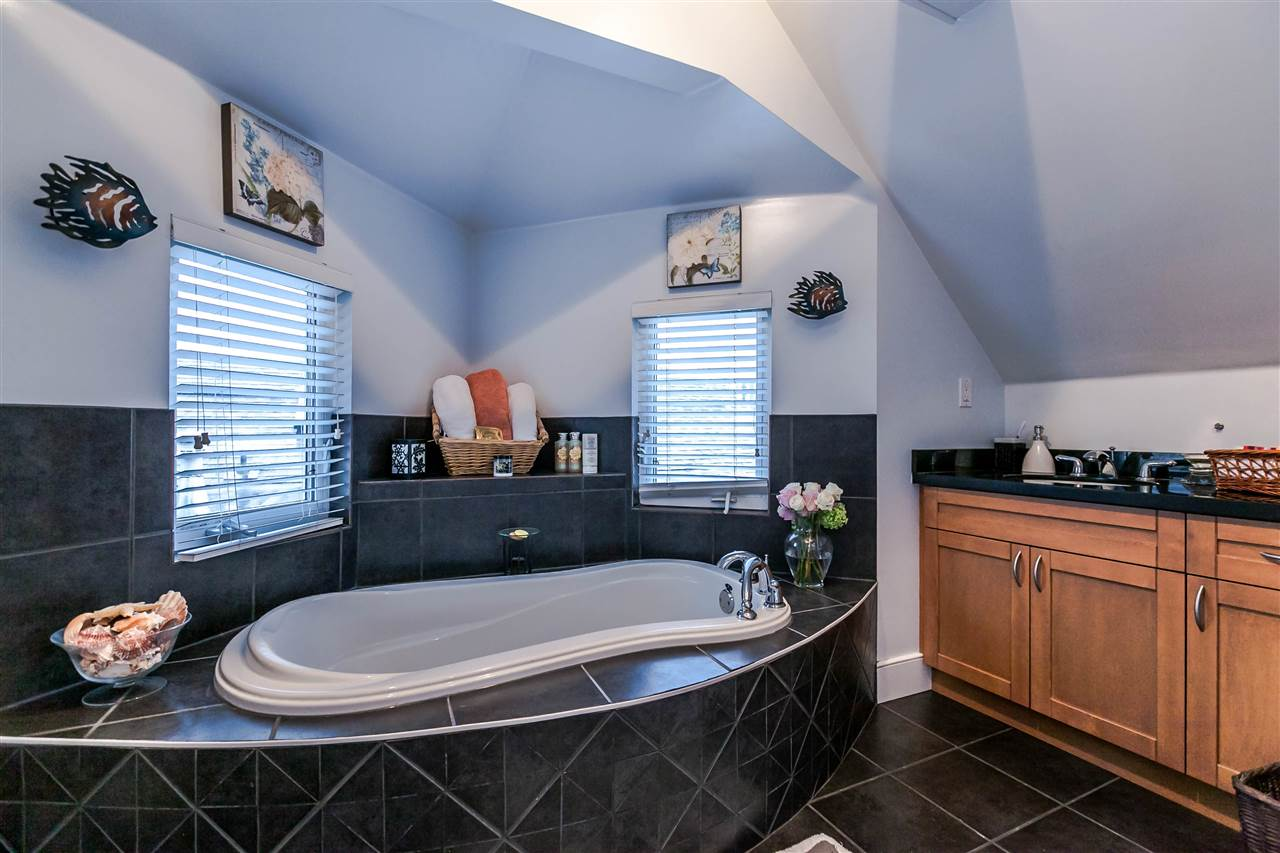 Photo 9: 225 E 17TH STREET in North Vancouver: Central Lonsdale Townhouse for sale : MLS® # R2156130