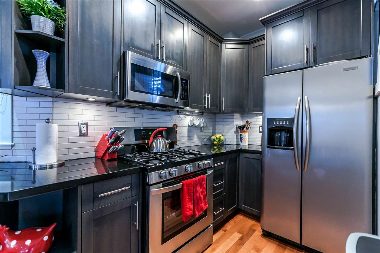 Photo 7: 225 E 17TH STREET in North Vancouver: Central Lonsdale Townhouse for sale : MLS® # R2156130