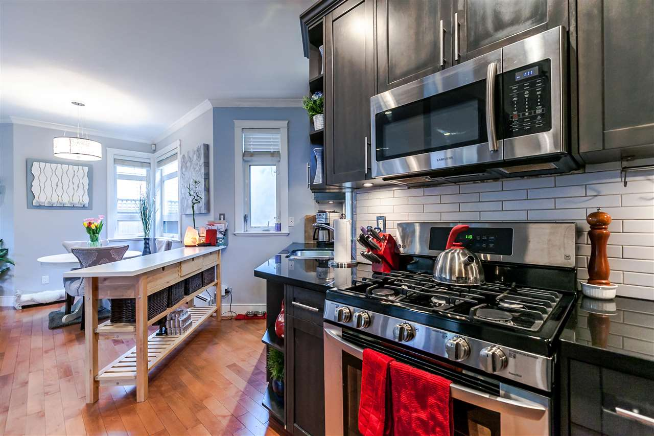 Photo 6: 225 E 17TH STREET in North Vancouver: Central Lonsdale Townhouse for sale : MLS® # R2156130